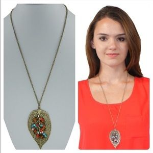 Jewelry - Bronze leaf necklace Perfect for the fall💕