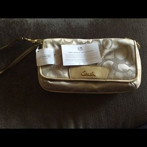 ❗️FLASH SALE❗️Authentic Coach Large Wristlet