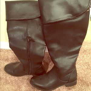Black boots.  6.5 in size.