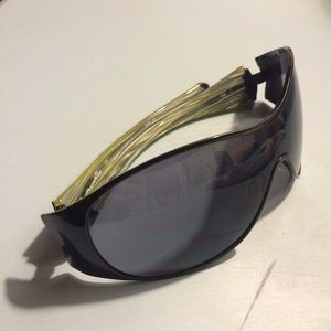 7a964ac718d Oakley Accessories - Oakley  Breathless  sunglasses in black