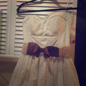 Cute strapless lace dress!