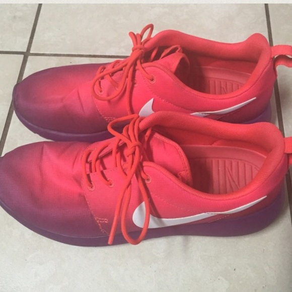 42 off nike shoes ombr nike roshe run from zoe 39 s. Black Bedroom Furniture Sets. Home Design Ideas