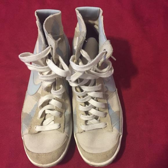 Nike hi-top shoes 60% off Nike Shoes - Nike hi-top shoes from Sara's closet on Poshmark - 웹