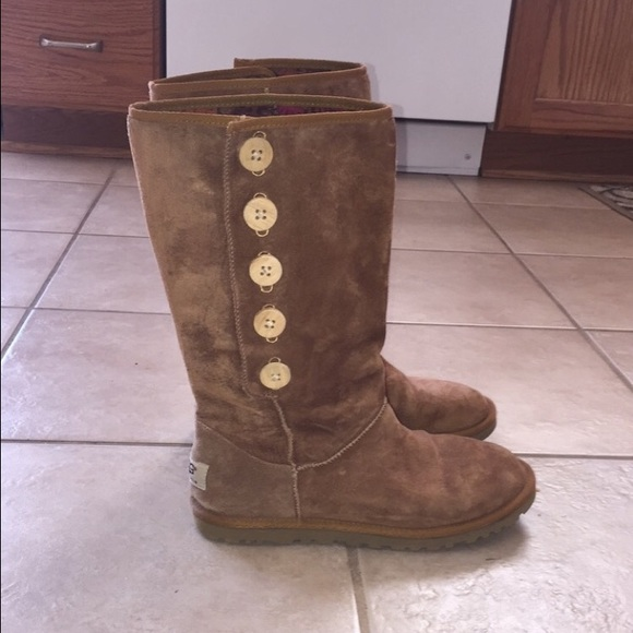 39bf4ad45d2 Brown thin button down Uggs, no fur