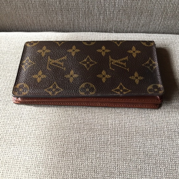 306cee2dd4fd Louis Vuitton Handbags - Louis Vuitton checkbook cover wallet