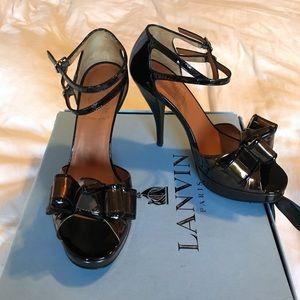 Lanvin Sadale Noeud Bow Sandal. Patent bronze/noir