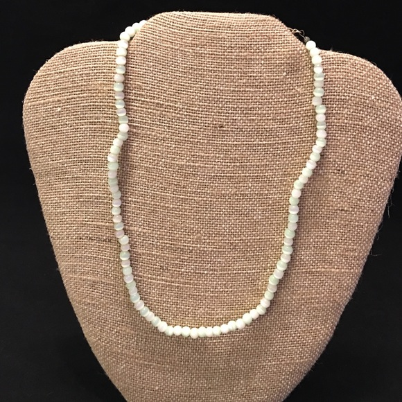 Jewelry - Round pearl like necklace