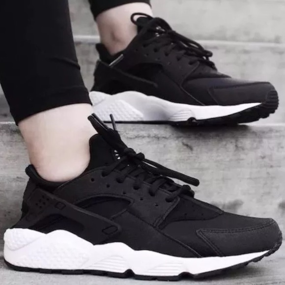 91864c1e95a NIKE WMNS AIR HUARACHE RUN BLACK BLACK-WHITE