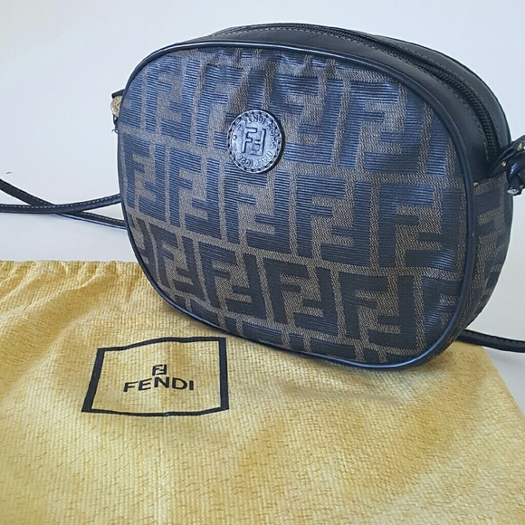 071a0f8aaeda low cost vintage fendi crossbody bag 7176c dc862
