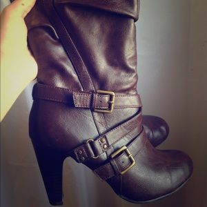 Mid-calf slouchy heeled boots