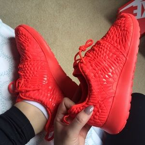 Nike Shoes - NIKE ROSHE ONE DMB