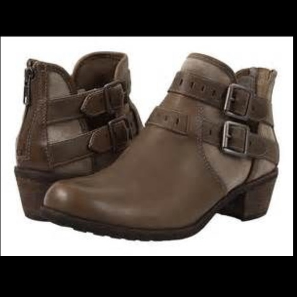b66f0af147a UGG Patsy boots 11 🌺 SALE 🌺 new in box NWT