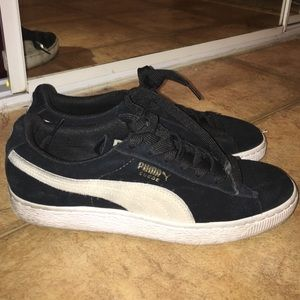 Urban Outfitters Shoes - Women's suede Pumas