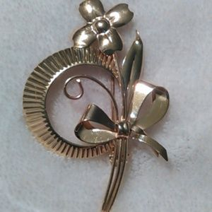 Jewelry - Large Vintage 10k gold brooch