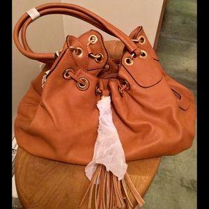 Elegant hobo handbag with tassel