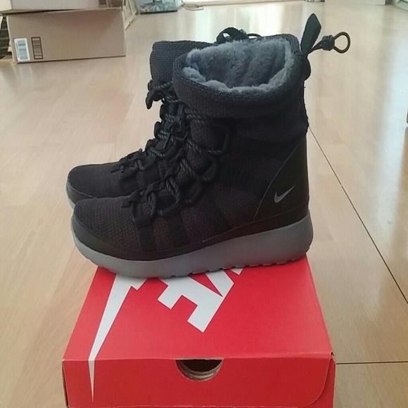 dd5f2284fbb2c Nike Roshe One Hi Sneakerboot