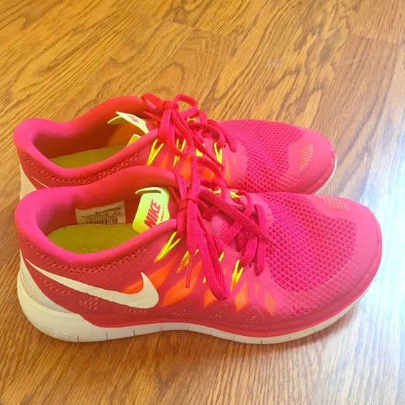 51 nike shoes pink and lime green nike 5 0