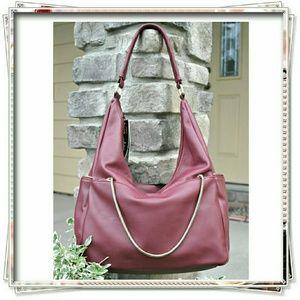 JustFab Handbags - 👜 JustFab Token shoulder bag in wine, bourdoux.