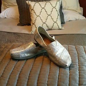 TOMS Shoes - LOVE ME!