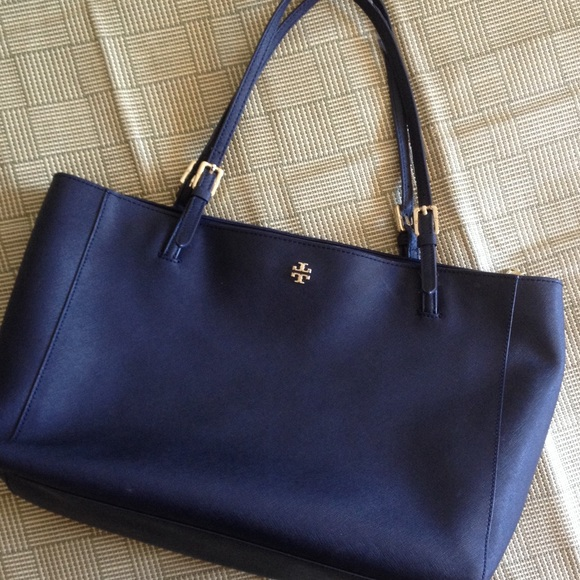 7dab9e1b324 Tory Burch York Buckle Tote Bag NAVY. M 56d7323feaf030611d005f58