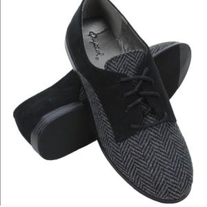 Qupid Shoes - Black Lace-up Oxfords by Qupid