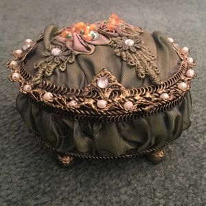 Jewelry - Small Jewelry Box