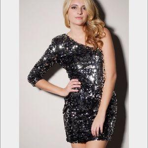 Dresses & Skirts - NWT! black sequin one sleeve dress! ⭐️