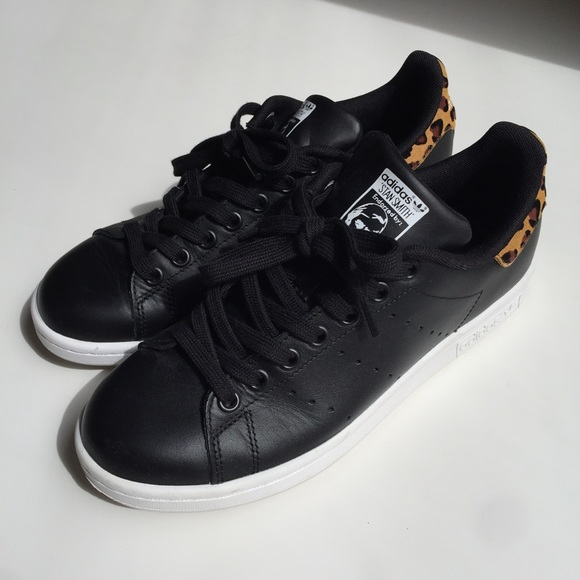 black stan smiths size 7