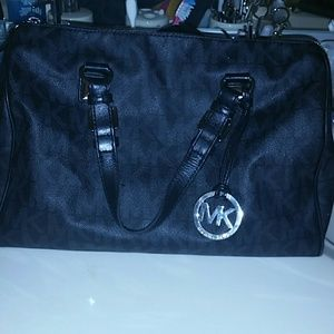 ❇️Authentic Black Signature Michael Kors Tote❇️