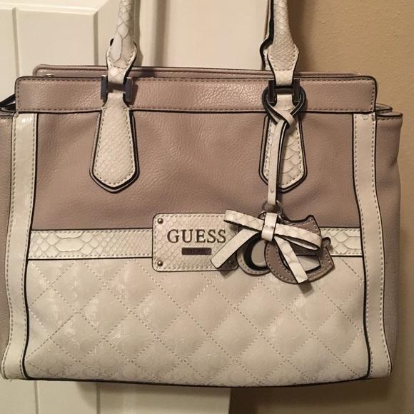00cd93b5f4a7 Guess Handbags - Guess hand bag