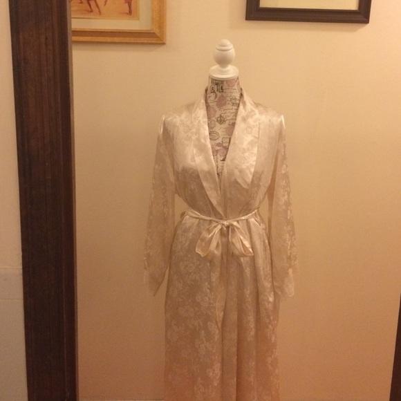 f78909af3278 Jones New York Other - Jones New York Nightgown   Robe Set