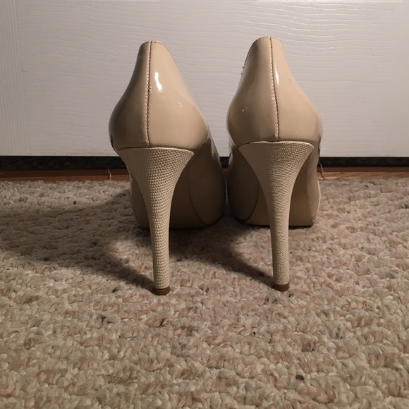 40 off guess shoes guess high heels from sophia 39 s closet on poshmark. Black Bedroom Furniture Sets. Home Design Ideas