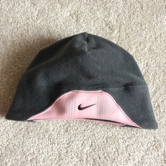 Nike hat -with ponytail hole! M 56d9d6b74225be57a600617a 377923cf3ba