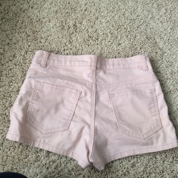 75% off H&M Pants - Light pink high waisted shorts from Anna's ...