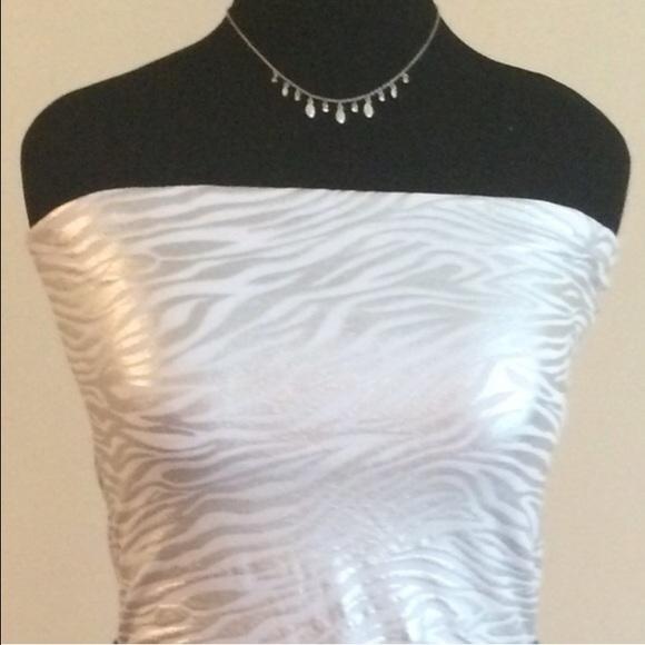 95bc3b04cd24c HOST PICK x 3! 🌺 Silver Zebra Strapless Cami