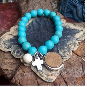 Jewelry - Turquoise Stretch Bracelet with Charms