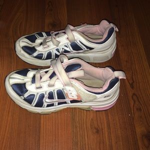 Nike girls youth 5 Velcro shoes women 7