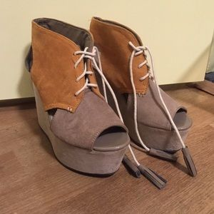 Two Toned Wedges with Tassel Laces
