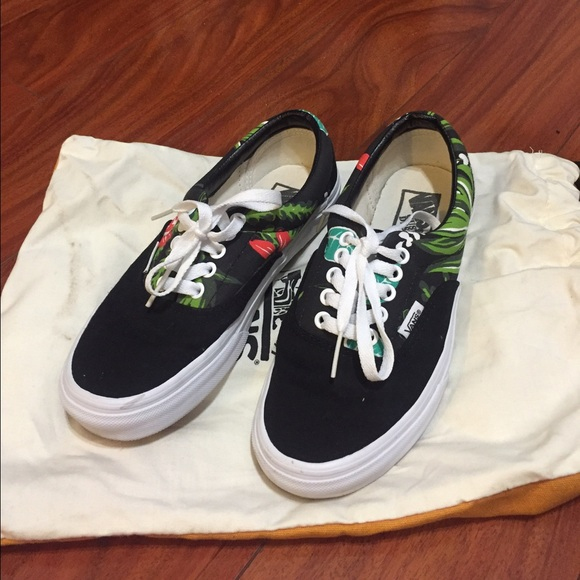 52c288726f7977 Black classic Vans with floral print. M 56dae16701985e7c6f032e7b