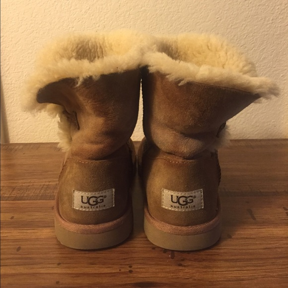 fc74692c8cc shorts ugg boots size 5