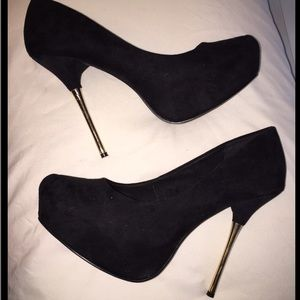 Beautiful black and gold suede pumps