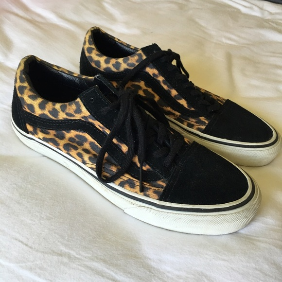 7951a1c7c8 Vans Old Skool Suede Leopard Shoes. M 56db64f4c28456ed4500c98f