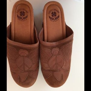 Lucky Brand 8.5 clogs brown