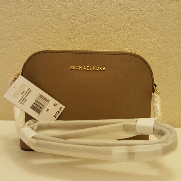 0bd26d2dbd52 Michael Kors Bags   Cindy Large Dome Crossbody   Poshmark