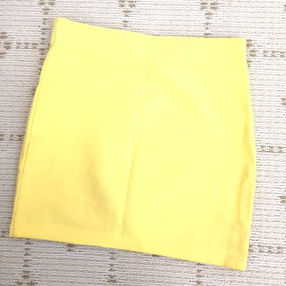 H&M Skirts - Like NEW H&M yellow body-come mini skirt w Zipper