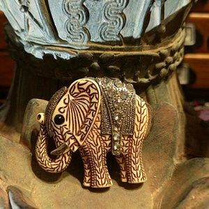 Jewelry - Darling Elephant 🐘 Pin
