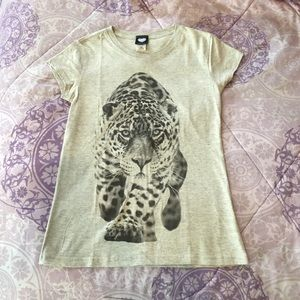 2kuhl Tops - Brand new Gray leopard T-shirt