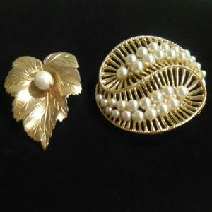 Jewelry - Pearl Brooches