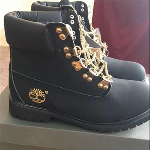 Amarillento Nublado prioridad  Timberland Shoes | Black Timberlands With Gold Chain Lace | Poshmark