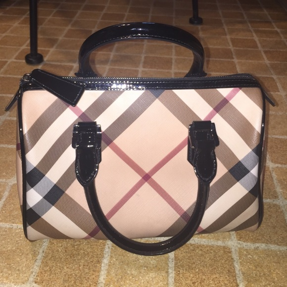 23dc748f995 Burberry Handbags - 100% authentic Burberry classic bag
